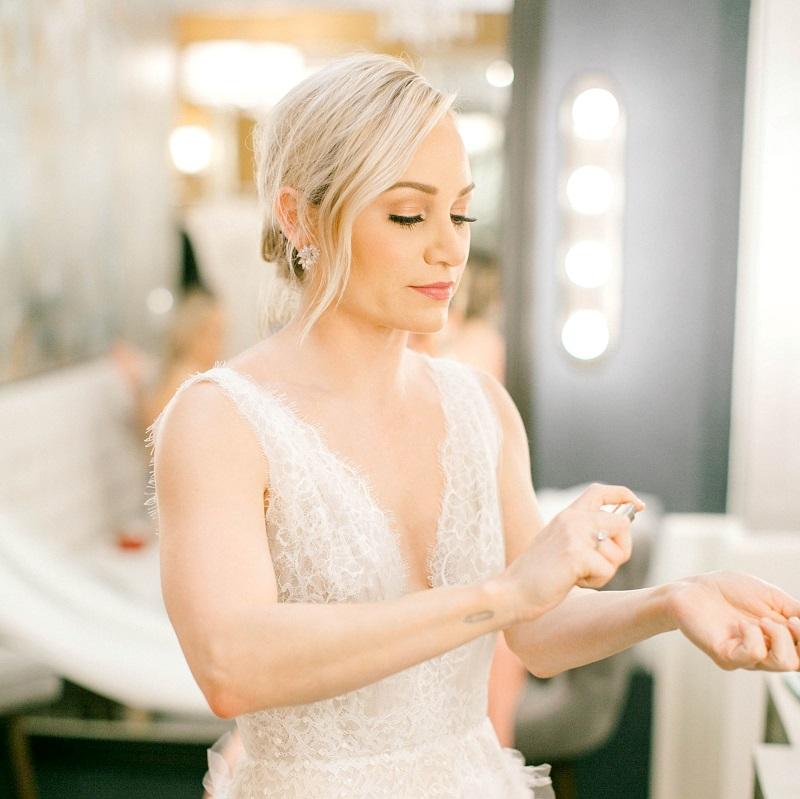 Bride Getting Ready: Perfume