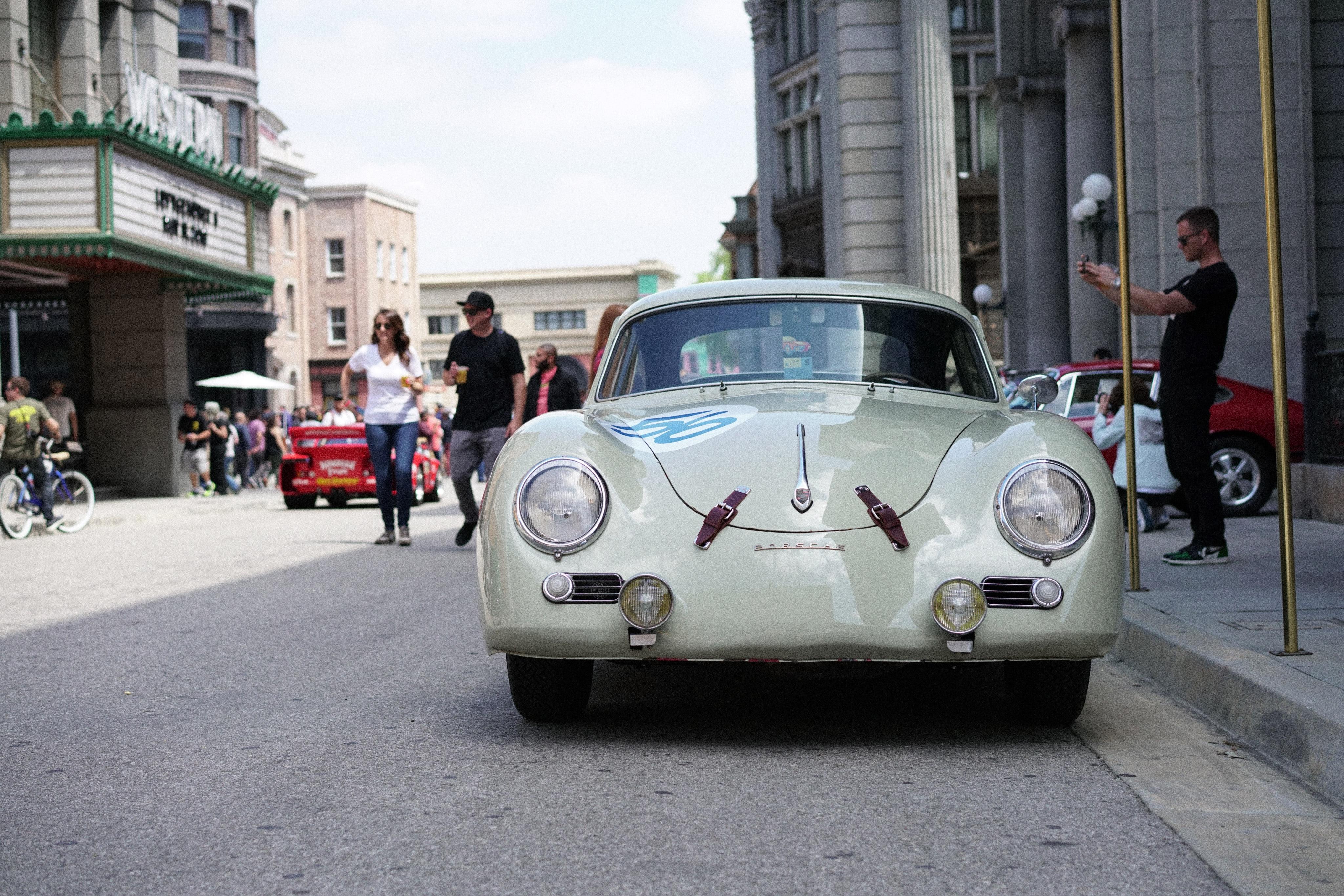 Luftgekühlt-6-Rennen-01-Porsche-356-Stone-Grey