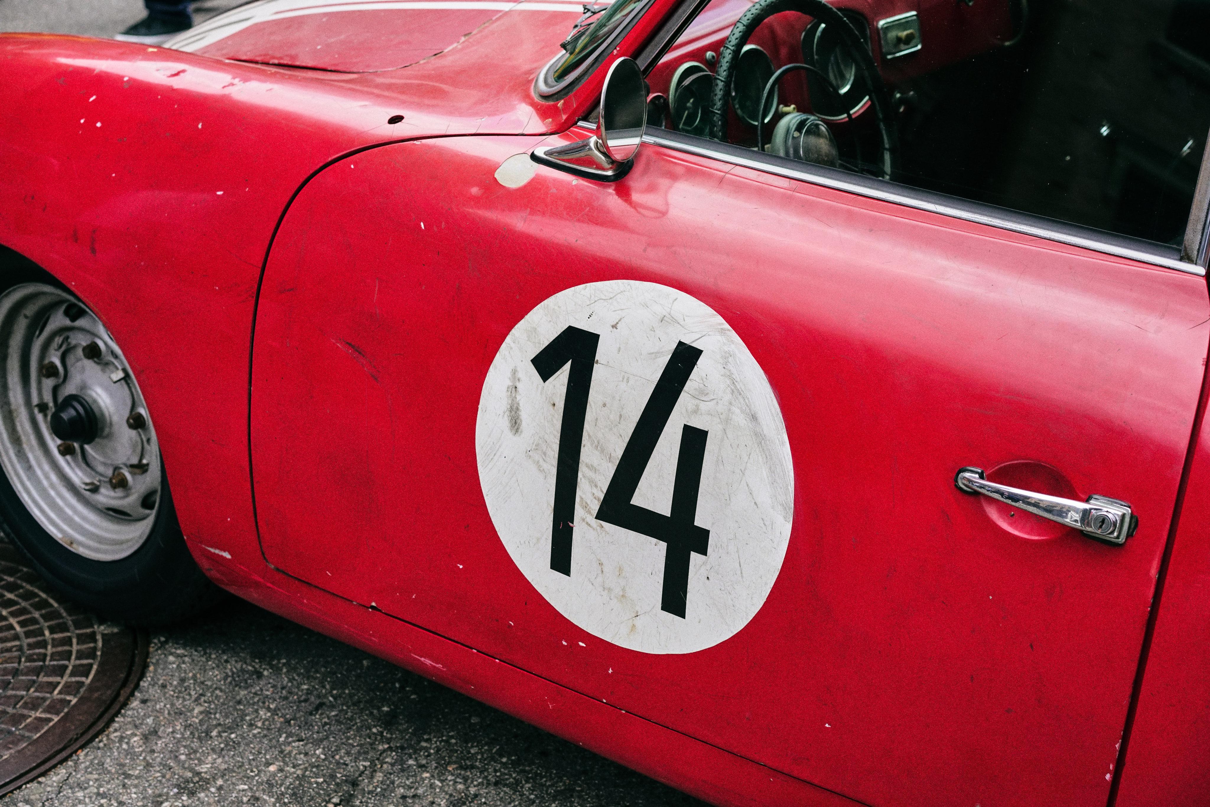Luftgekühlt-6-Rennen-42-Porsche-356-1955-Rod-Emory-Driver