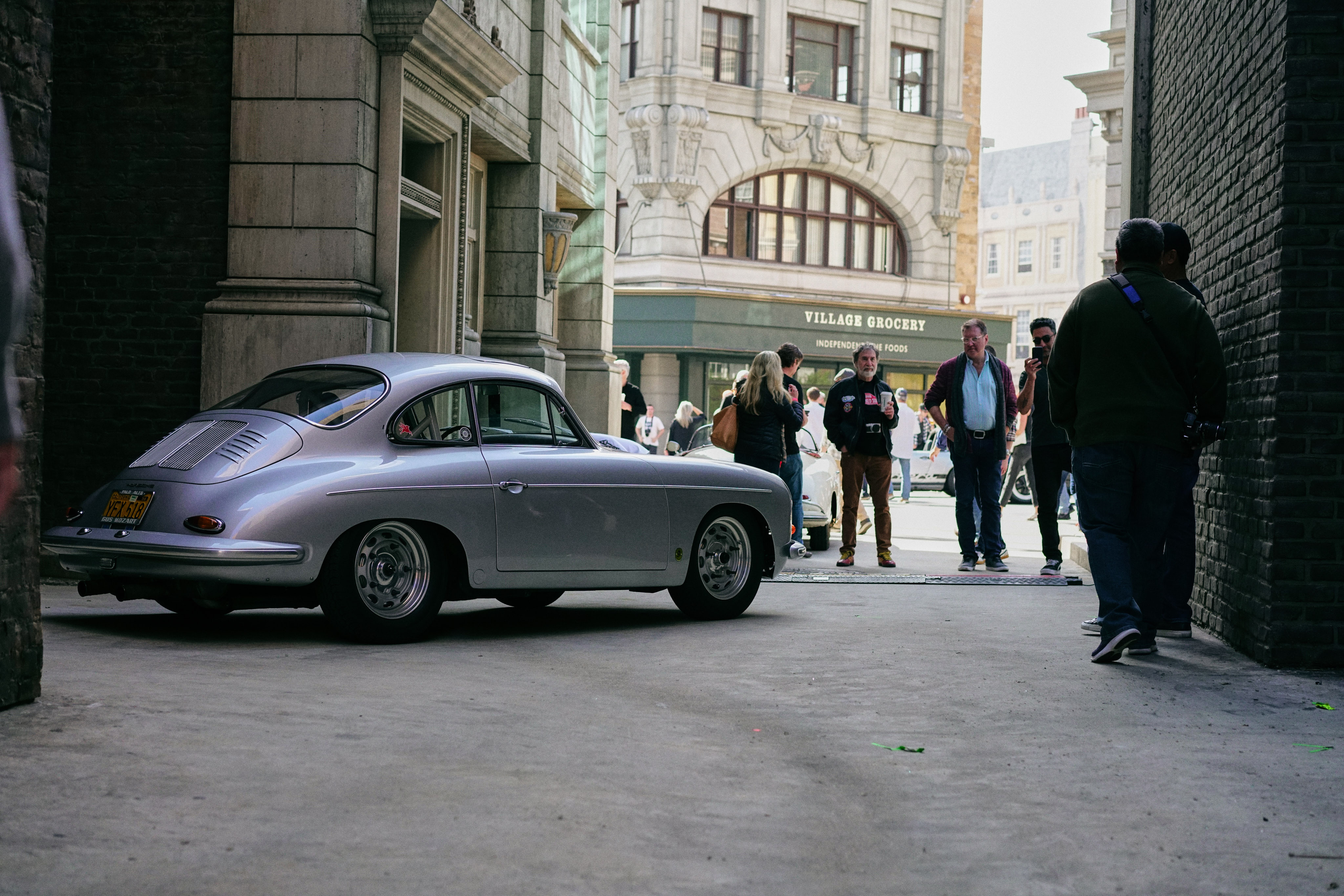 Luftgekühlt-6-Rennen-61-Porsche-356-1963-GT-Front-Long