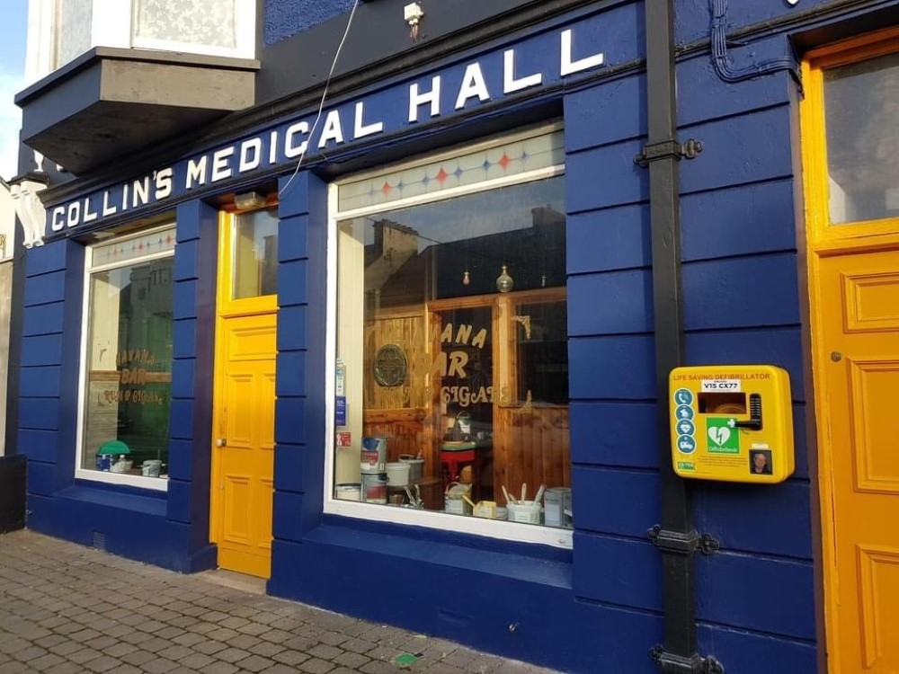 Defibrillators donated for the people of Kilkee in the memory of Dave Weldrick