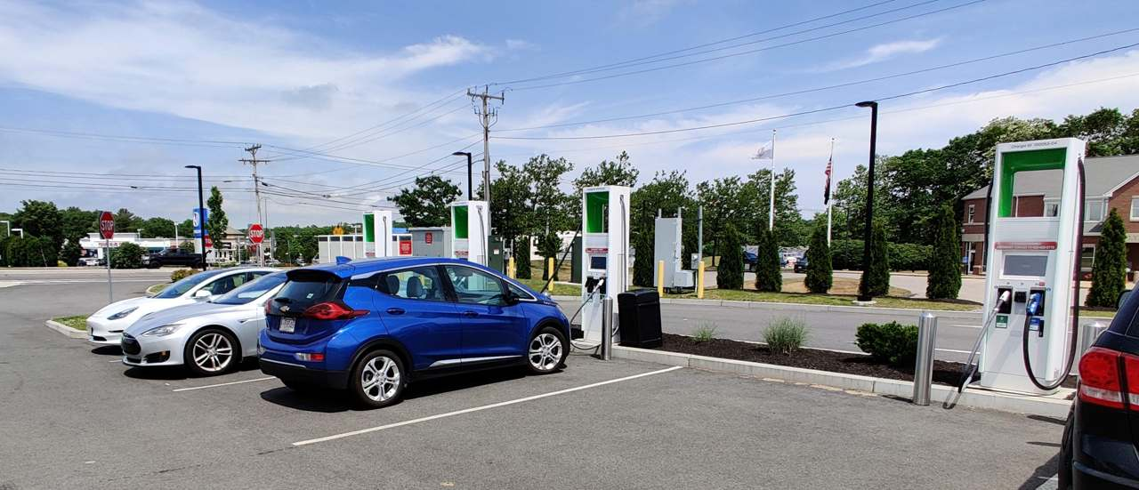 Quick in-and-out ev charging with DCFC ev chargers