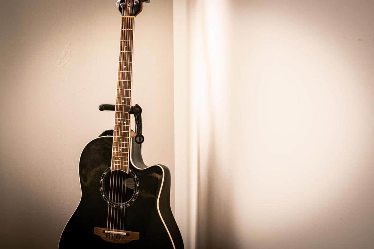 steve slais office guitar