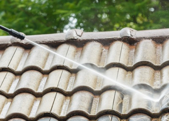 roof washing a home in deforest