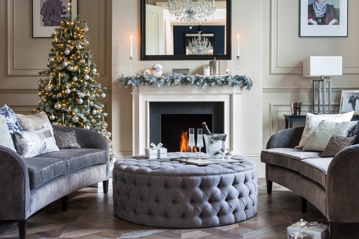 https://pl.pinterest.com/pin/create/bookmarklet/?is_video=false&url=https%3A%2F%2Fwww.amara.com%2Fluxpad%2Fglamorous-christmas-interior%2F&media=https%3A%2F%2Fwww.amara.com%2Fluxpad%2Fwp-content%2Fuploads%2F2015%2F12%2FSilver-Living-Room-Xmas-IMG_0044.jpg&description=Glamorous%20Christmas%20Interior%20Style