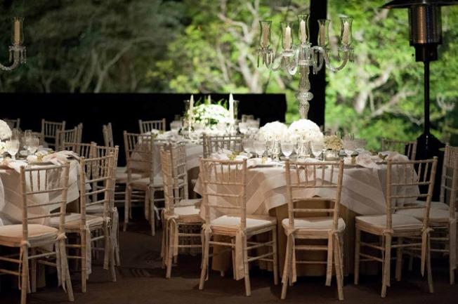 Mesas e cadeiras para festa