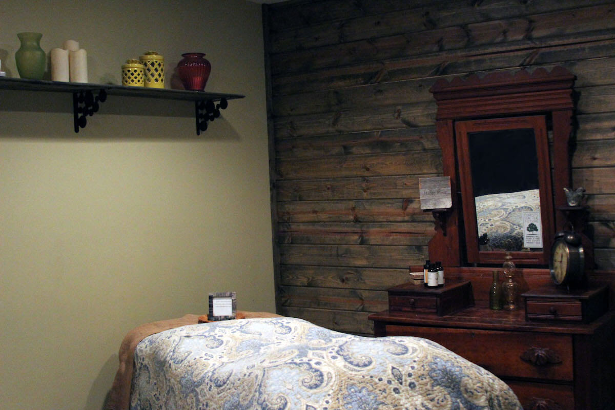 Photo of facial bed and room