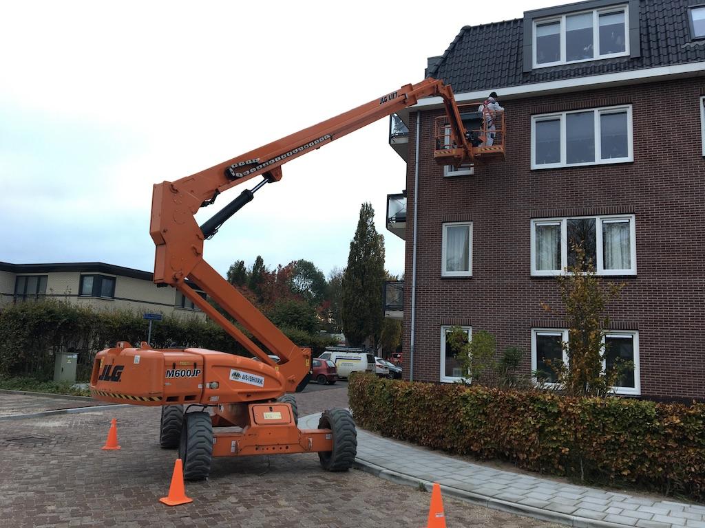 Knikarm hoogwerker 20m 4x4