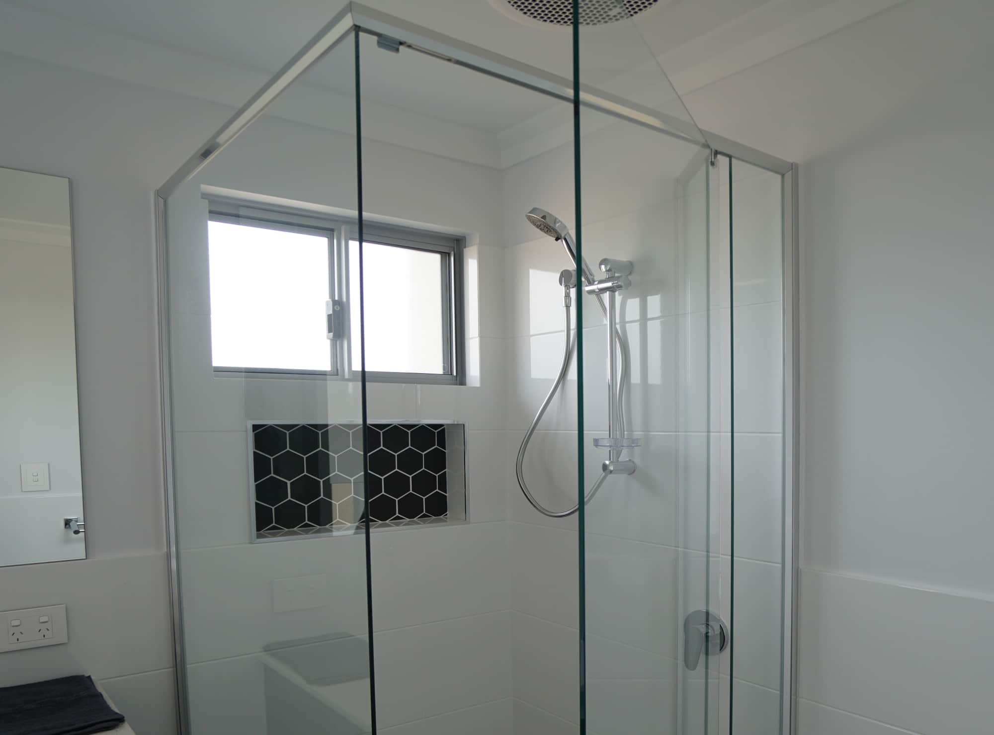 Semi-frameless shower Geraldton
