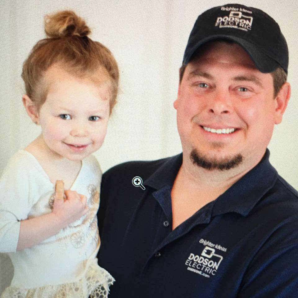 owner of dodson electrical chris dodson with his duaghter