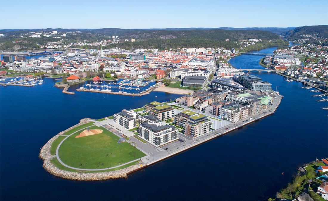 Dronefoto Bystranda Blå av Fundament Kommunikasjon