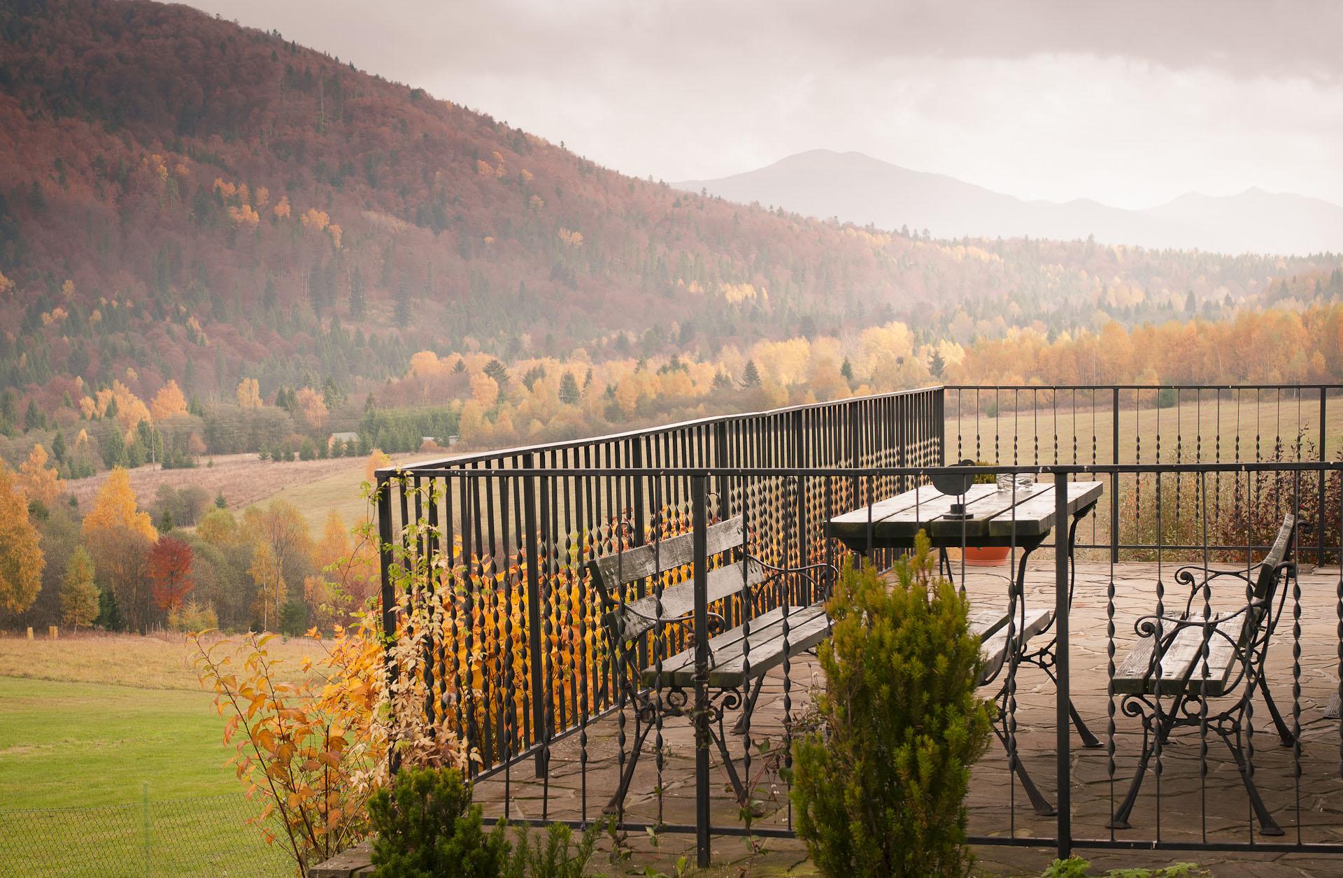 jesienny widok na góry w Bieszczadach