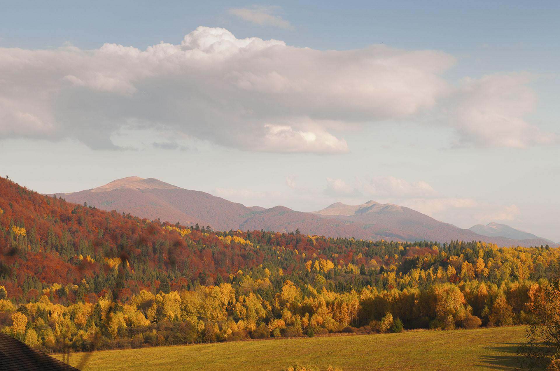jesienna panorama na góry w Bieszczadach