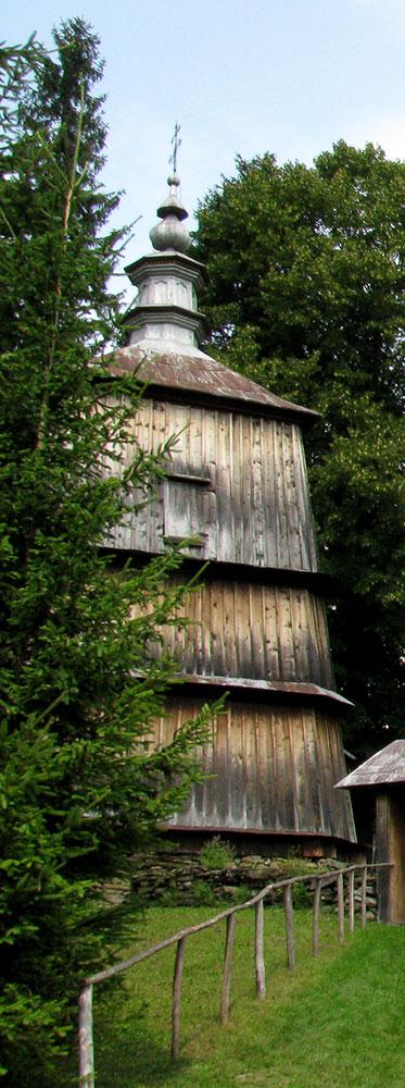 dzwonnica w starej zabytkowej cerkwi