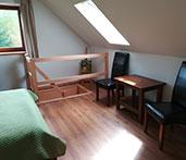 sypialnia w dwupoziomowym apartamencie