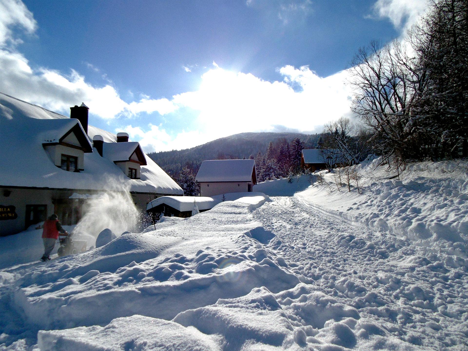 zimowa sceneria otoczenia Willi Krywe