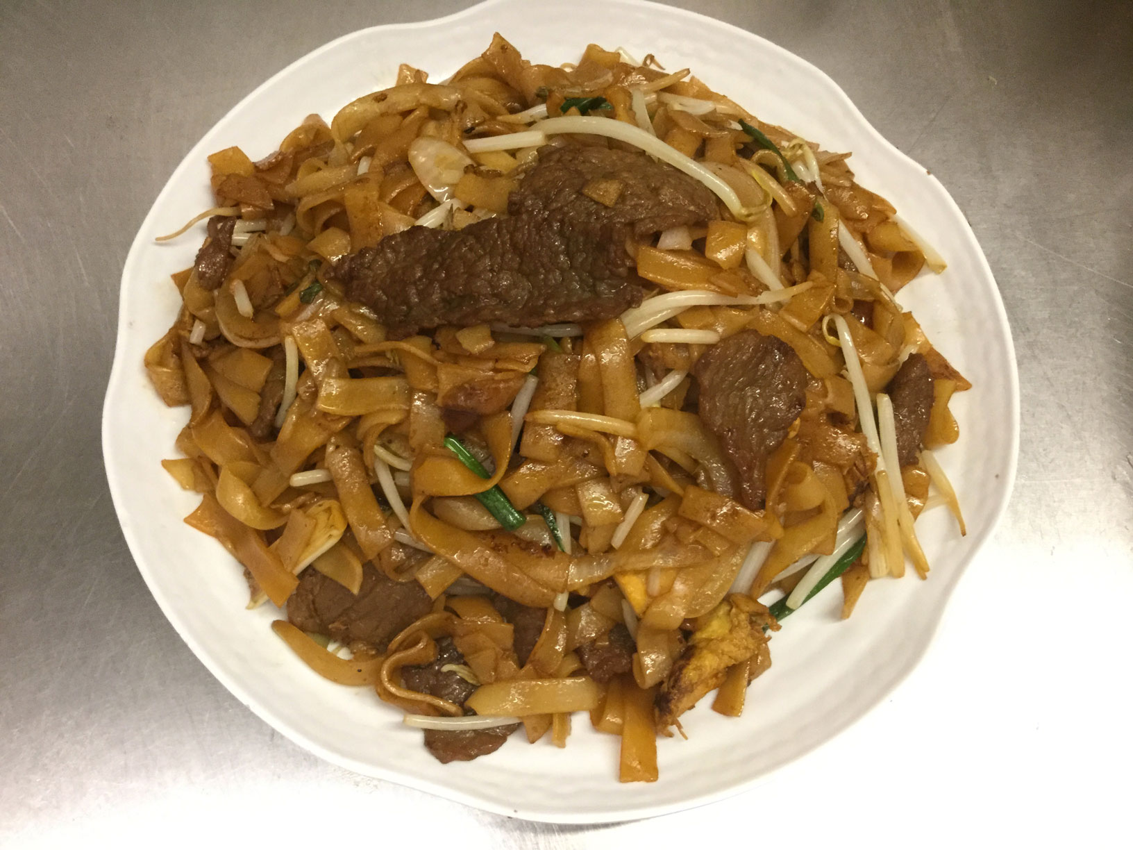 ho fun noodles with beef