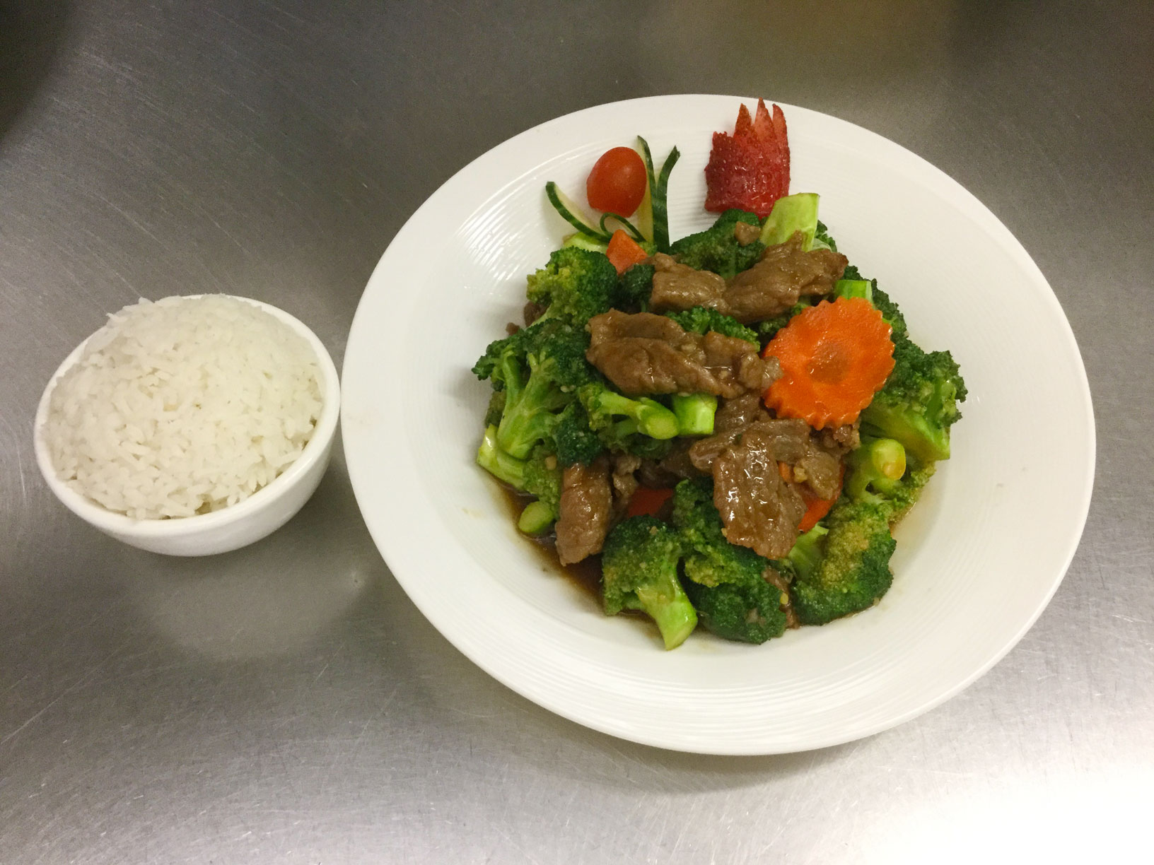 beef with broccoli and carrots