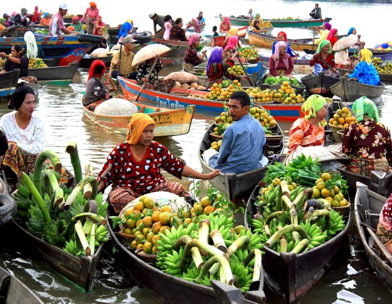 Indonesia Floating Market - I negozi più strani del mondo