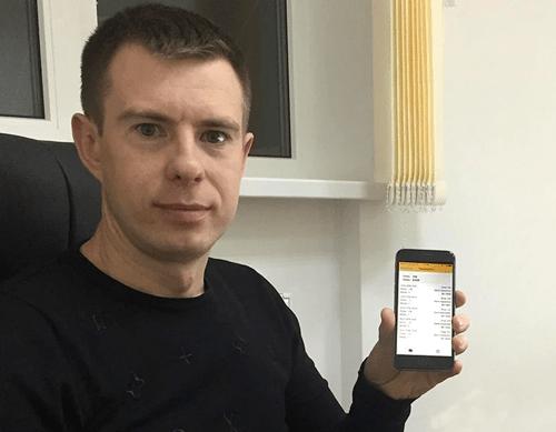 Entwicklungsleiter Michael Nikolaev freut sich darüber, wie einfach und schnell jetzt mit der App bezahlt werden kann