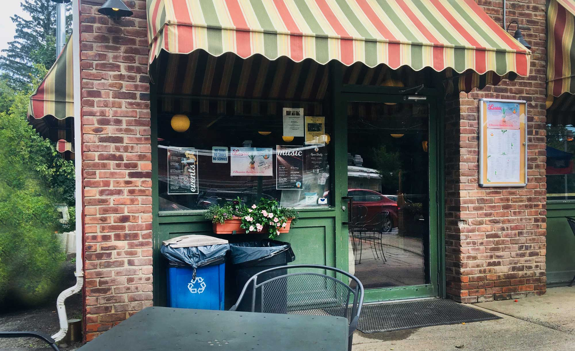 Outdoor patio of Catskill Mountain Pizza in Woodstock, New York
