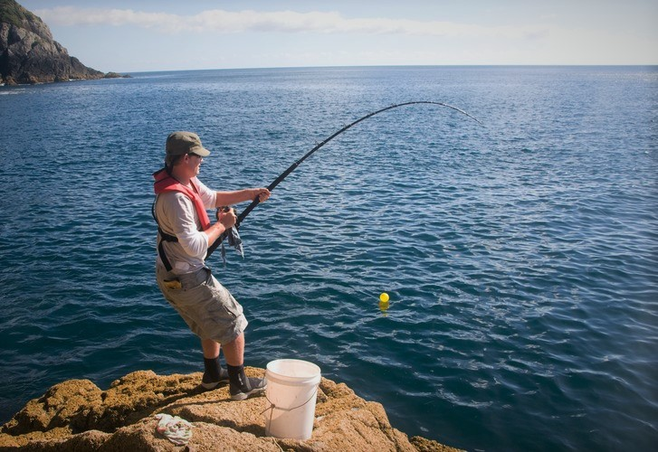 A beginner's guide to fishing from the rocks