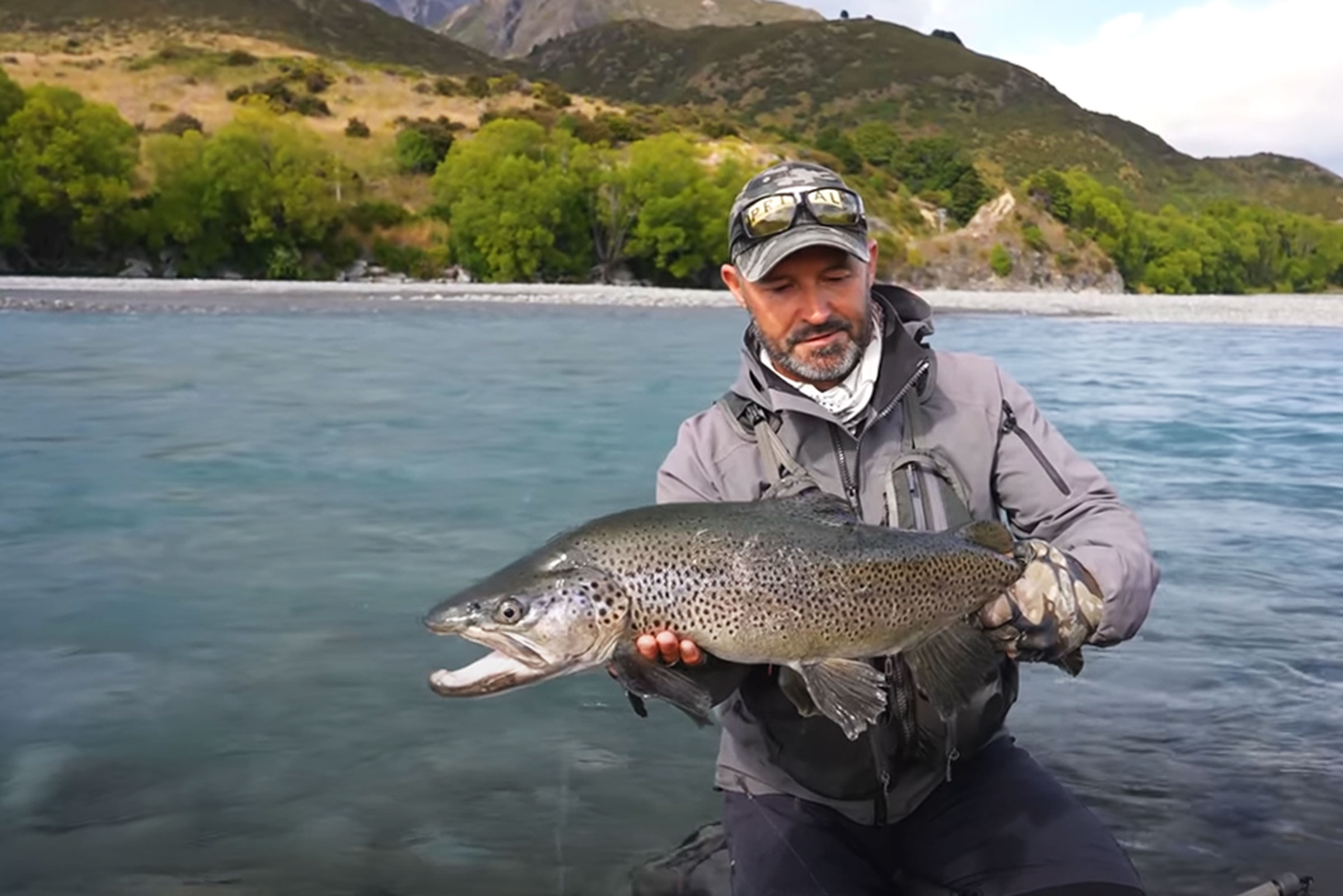 Testing the Scott Centric #5 and #6 weight rods on big South Island Browns