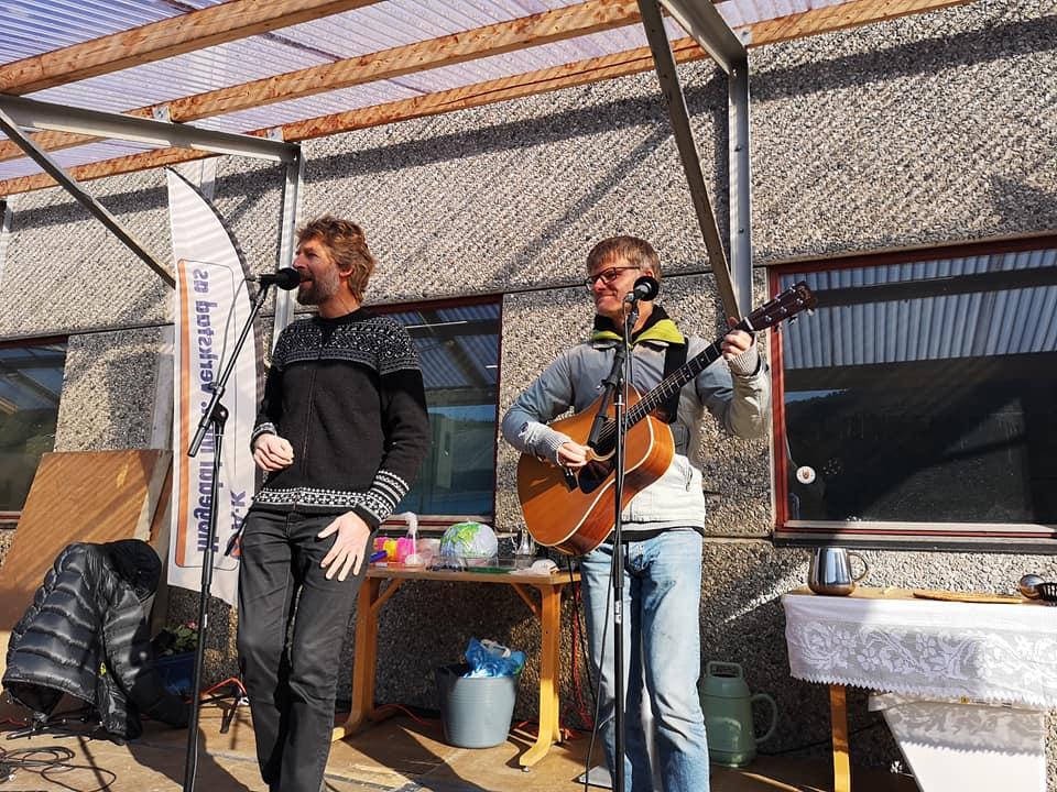Aasmund Nordstoga bidrog med flott musikk og fortalde frå sin kvardag som bonde i Vinje.