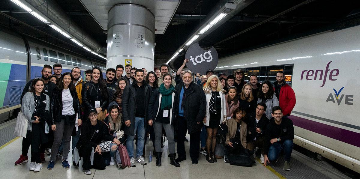 Participantes del primer hackaton a bordo de un AVE