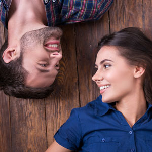 couple without bad breath smiling