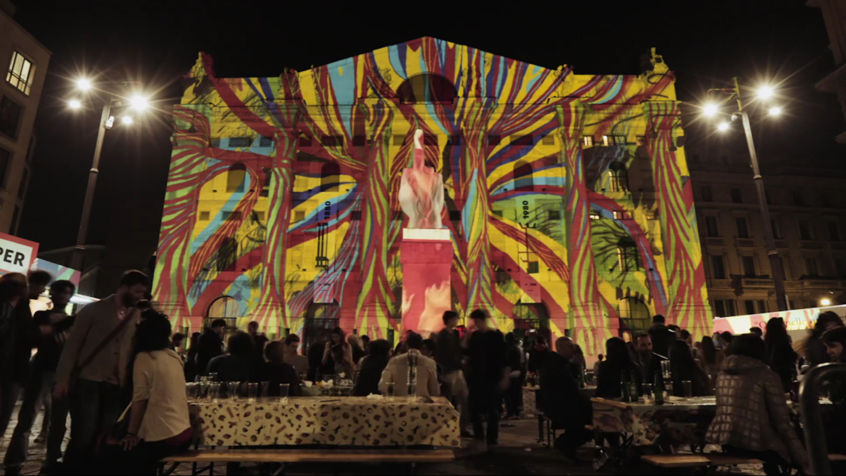 For the furniture fair in 2015 we interpreted the presence of SKY Arte HD in Souvenir de Milan with an installation that allowed the performance of 5 artists in as many live evenings.