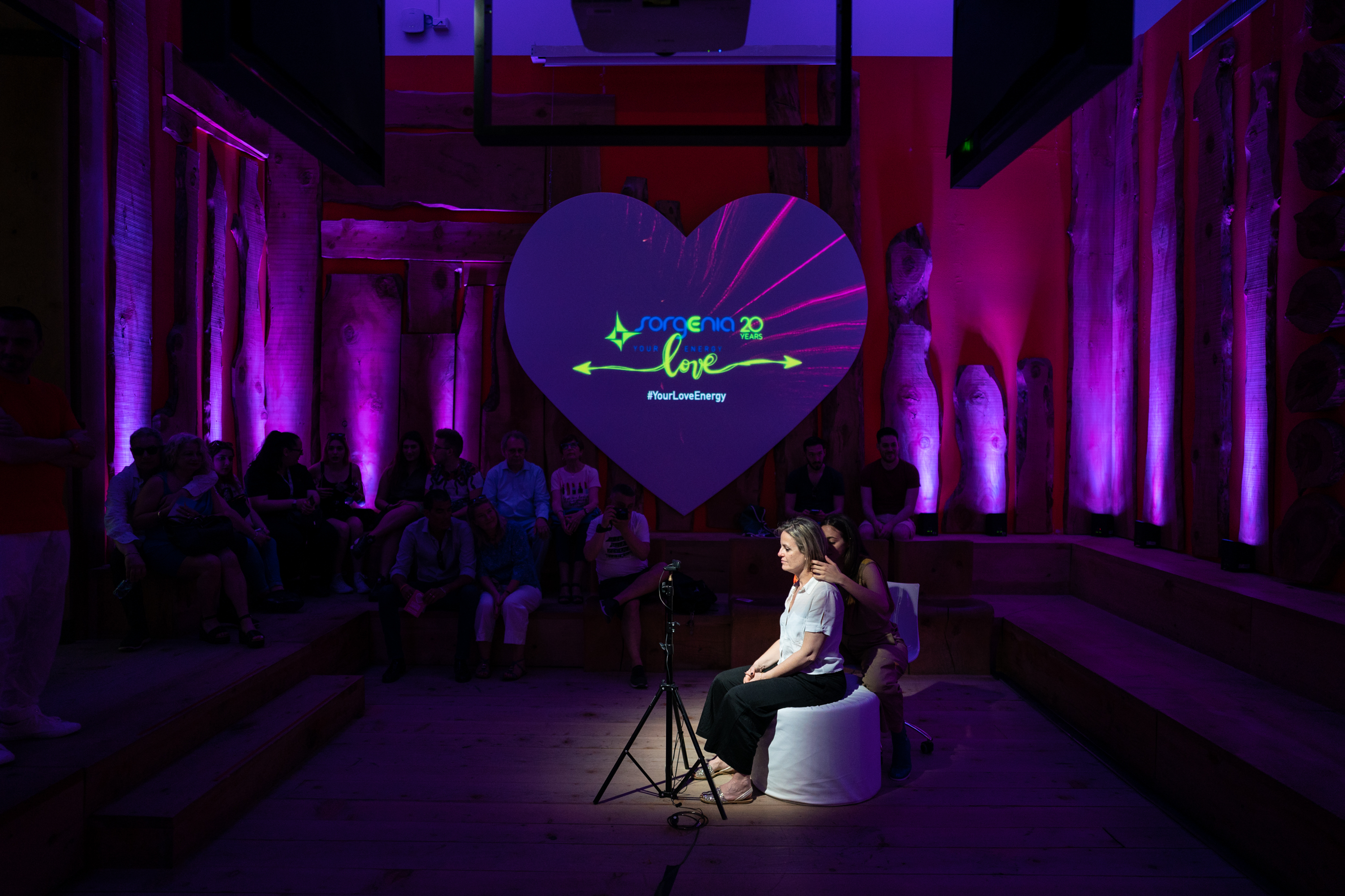 Love is a changing emotion. At the Treinnale festival an interactive installation has captured the emotions of the participants thanks to Ai and returned them to the public in an impact scenario