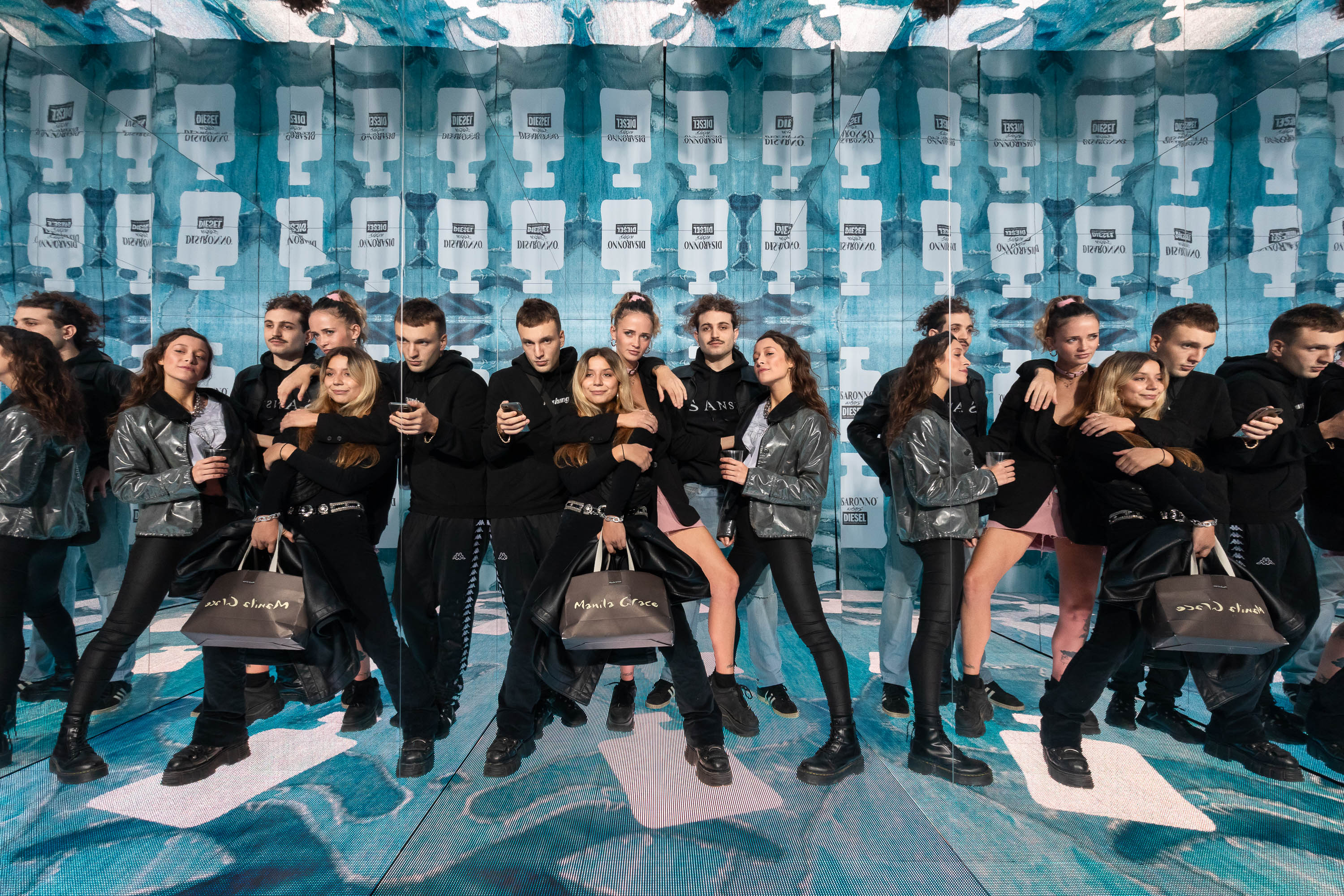 "For the launch event of the new collaboration ""Disaronno Wears Diesel"" we have created a Video Infinity Room to give guests an innovative and fun welcome experience and an effective and high-quality photographic image."