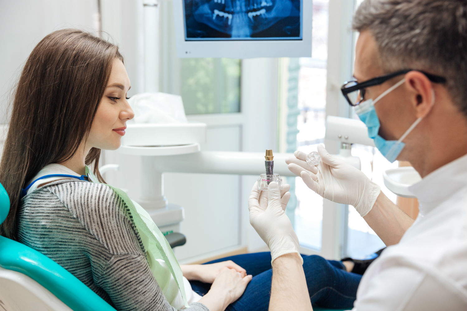 Explaining dental implants