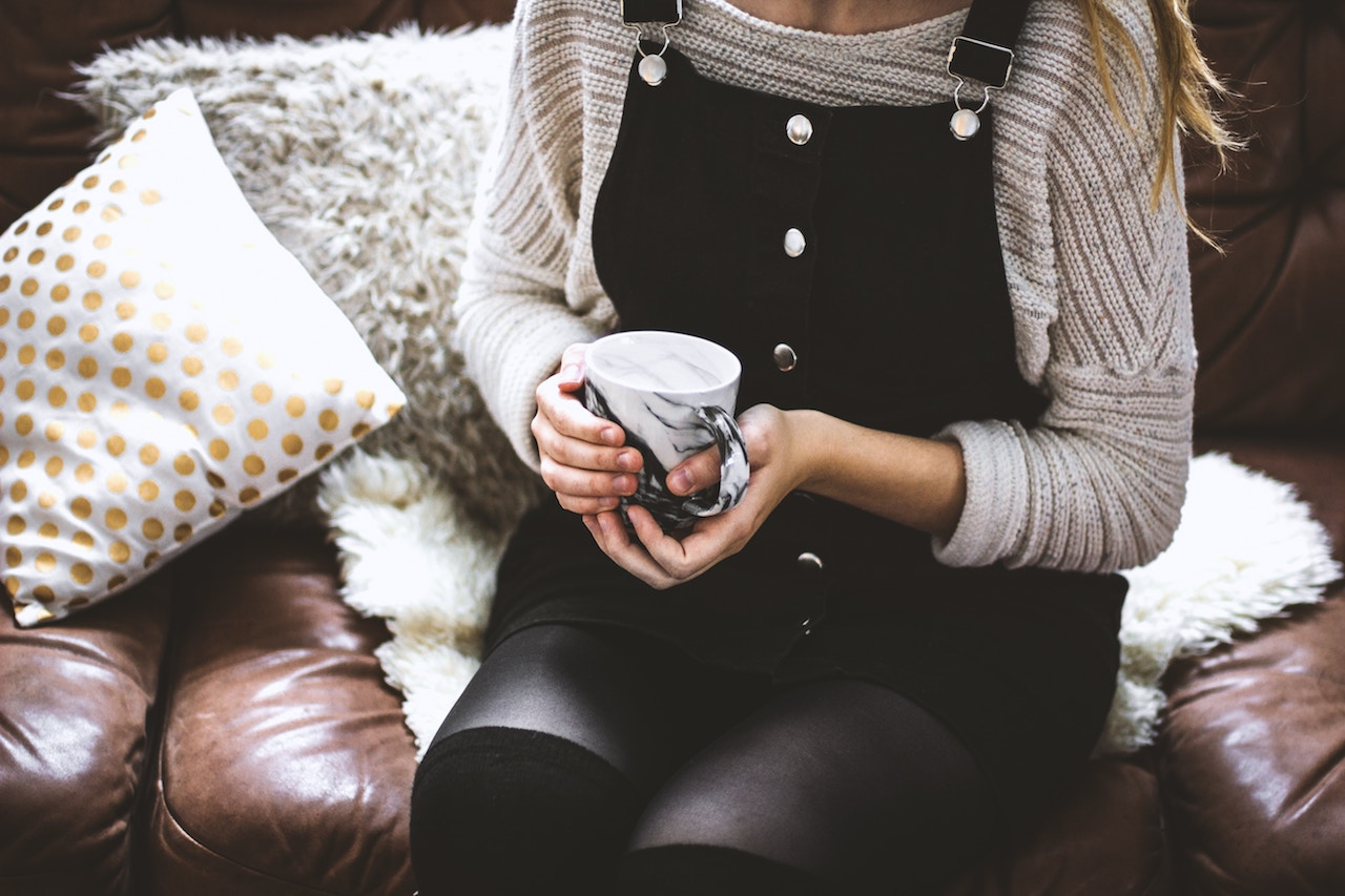 girl sitting on therapist's couch