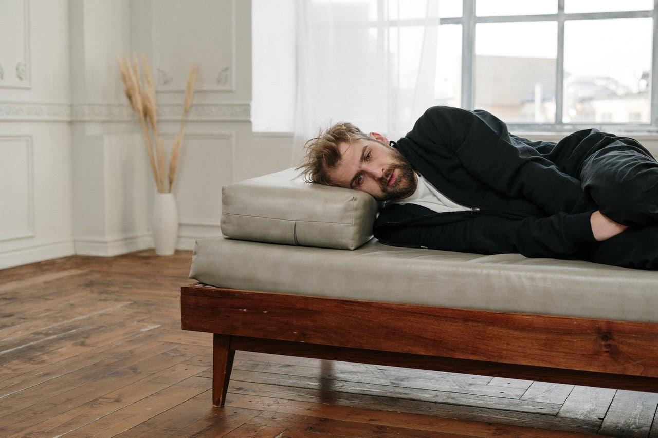 Anxious man lying on therapist's couch