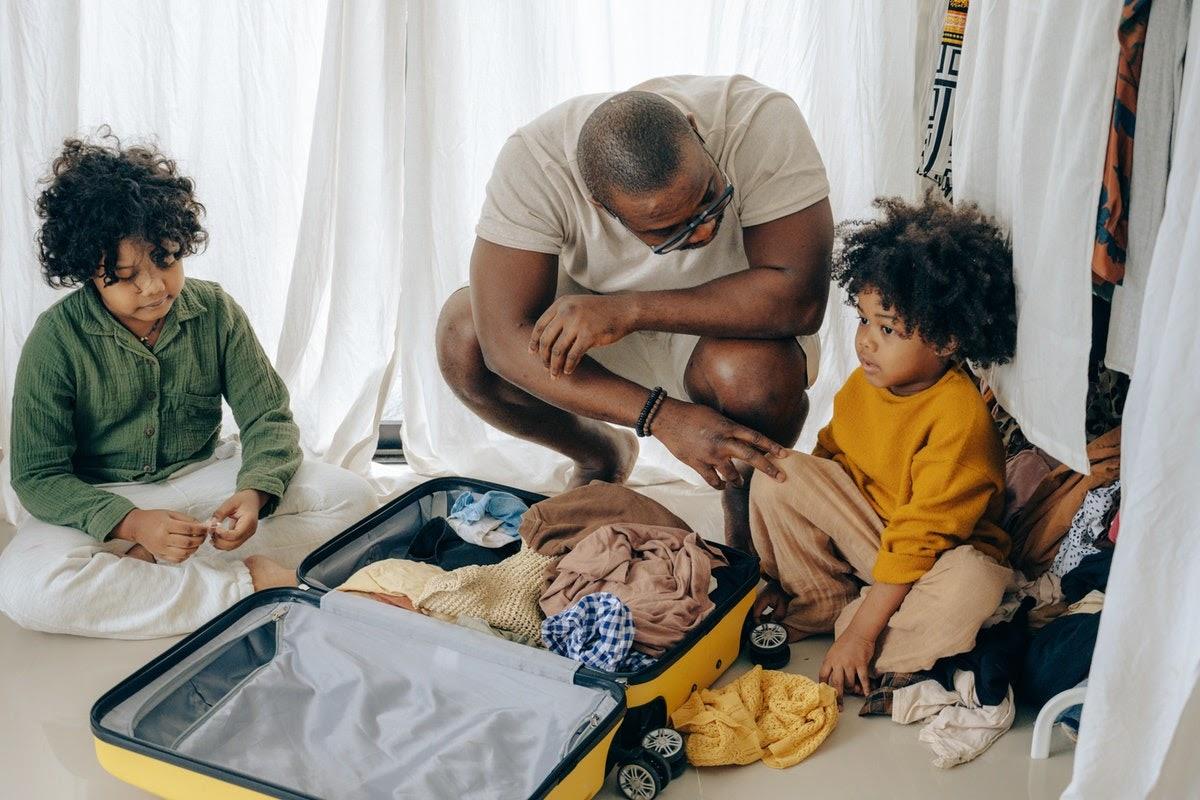 Dad helping kids adjust to moving