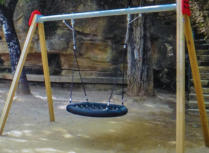 Basket swing for parks and playgrounds