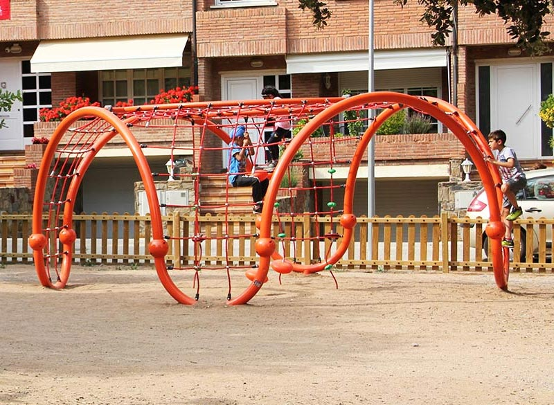 Metal frame cargo net for play areas