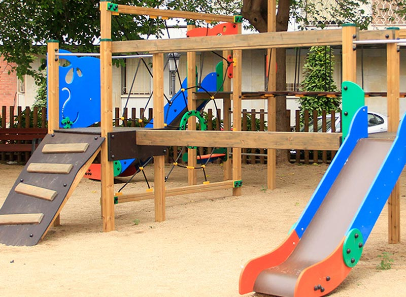 Large play area structure