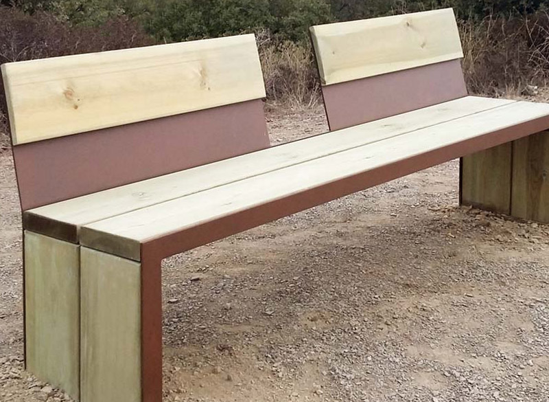 Great outdoor bench design with separated back rest