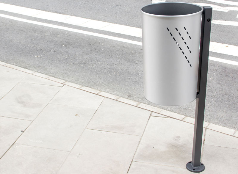 Circular litter bin on pole