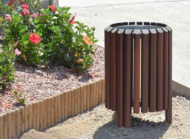 Outdoor litter bin with wooden slats