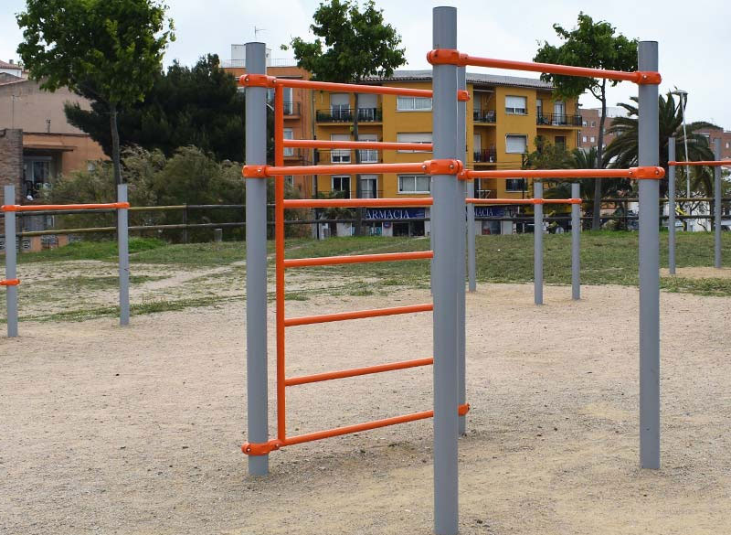 Outdoor trim trail equipment for commercial areas