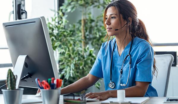 per diem nurse at computer ensuring efficient orientation processes