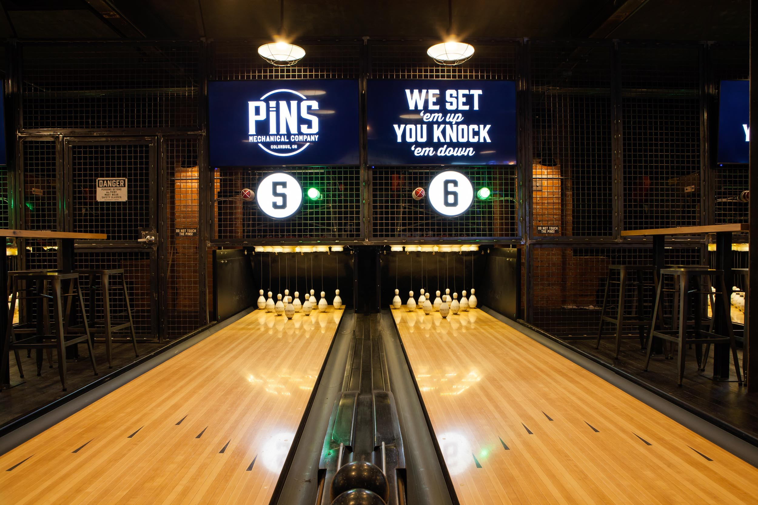 pins mechanical bowling alley