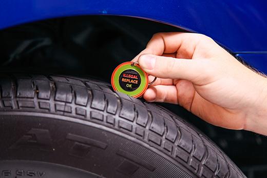 Tyre tread checker