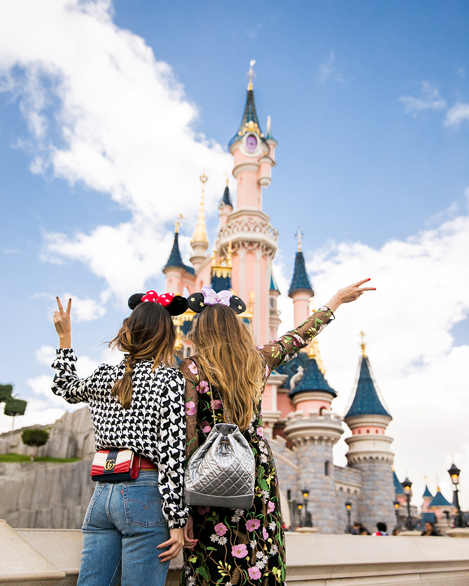 Disney Paris, Sofia Lascurain, Ari Camacho, Disneyland, fashion bloggers, friends, friendship goals, editorial, chanel, gucci, carolina herrera,