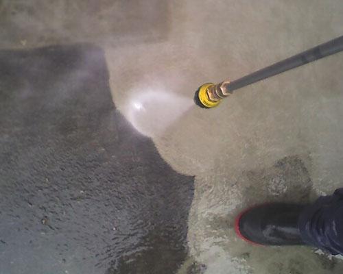 Power washing sidewalk in Simi Valley, CA