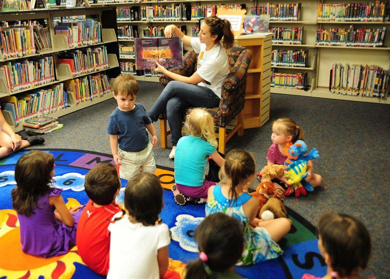 Library reading program to prevent summer slide